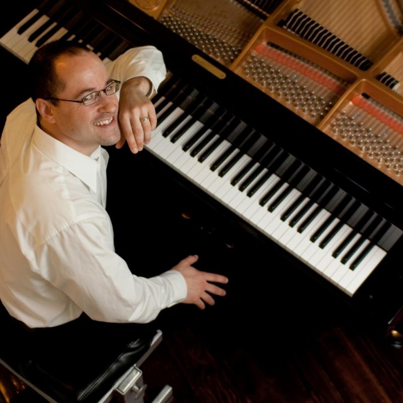 Pianista Alexander Schwarzkopf realiza recital