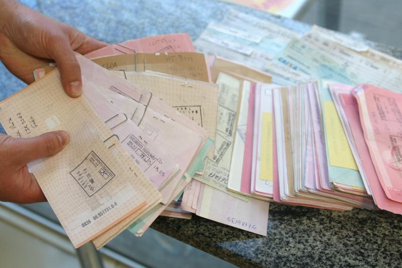 A maioria dos devedores não pagaram parcelas de empréstimos, prestações de cartões de loja, dívidas contraídas no cartão de crédito e contas no crediário