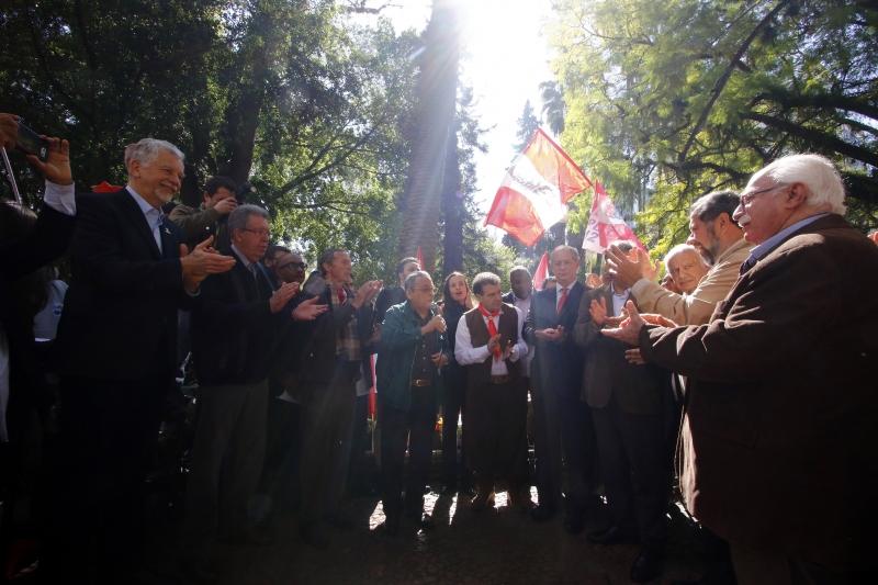 Ato de aniversário da morte de Getúlio Vargas, com presença de Ciro Gomes (PDT) e candidatos à prefeitura Sebastião Melo (PMDB) e Raul Pont (PT)