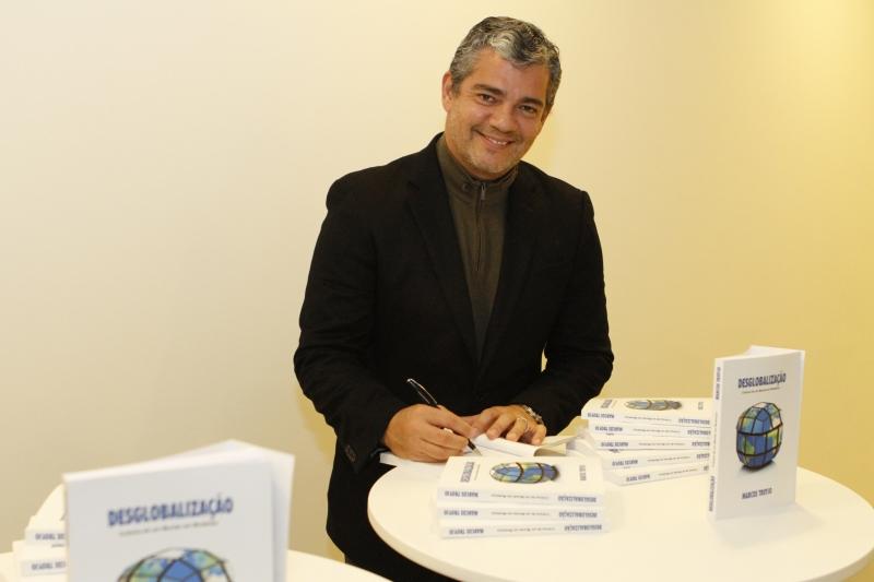 Marcos Troyjo autografou seu novo livro sobre desglobalização