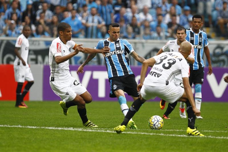 Entre tantas chances criadas, Luan marcou o gol gremista no início da etapa final