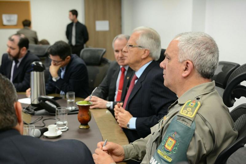 Vice-governador José Paulo Cairoli coordena reunião com cúpula da Segurança Pública