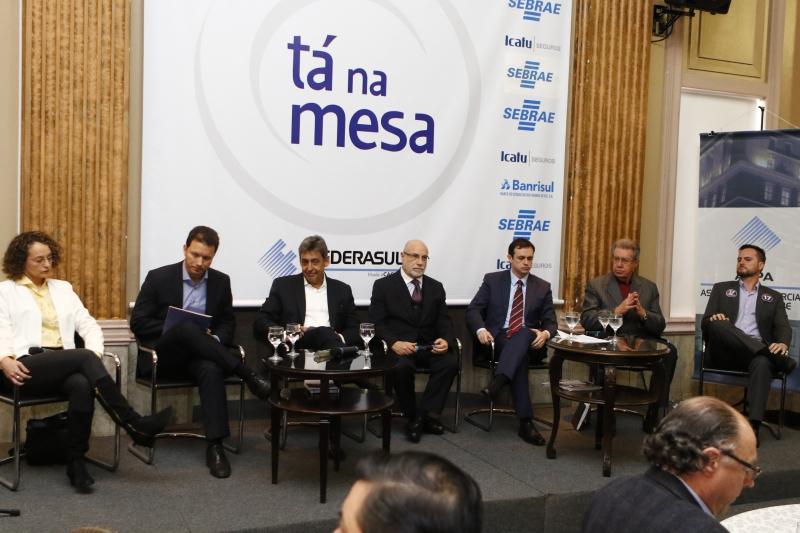 Opositores do governo municipal criticaram terceirizações e excesso de cargos de confiança