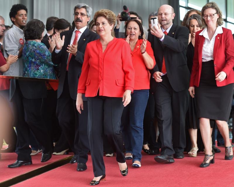 A notícia da saída de Dilma e da posse de Temer foi manchete na imprensa latino-americana
