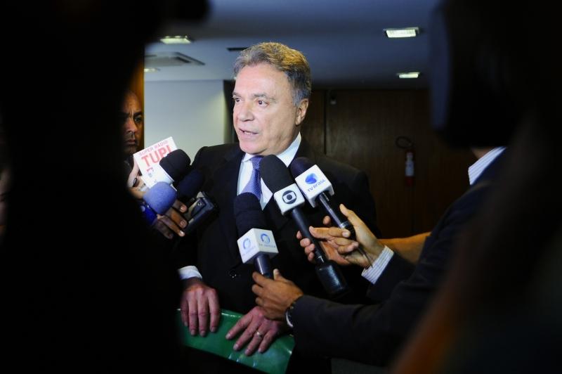 O senador Álvaro Dias (PV-PR) já entrou nesta quinta-feira (1), com um mandado no STF