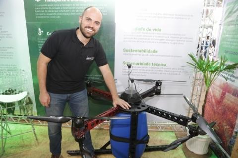 Drones auxiliam na pulverização da lavoura