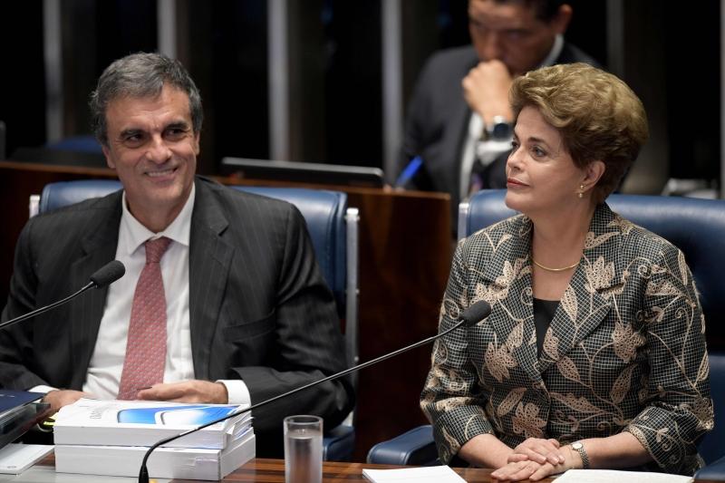 José Eduardo Cardozo tenta anular a sessão do Senado que aprovou o impedimento de Dilma