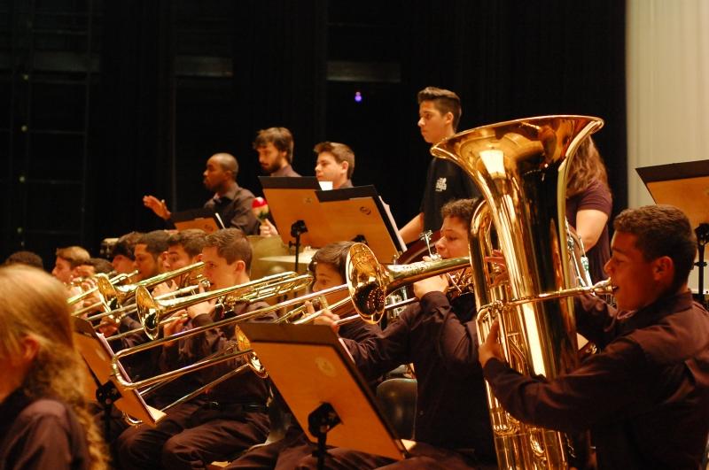 Alunos da Escola de Música da Ospa se apresentam no Theatro São Pedro em concerto que abre espaço para peças contemporâneas, além das tradicionais