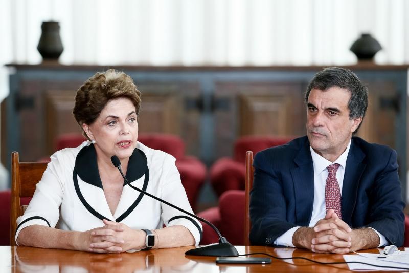 Dilma Rousseff durante entrevista para agências internacionais no Palácio da Alvorada