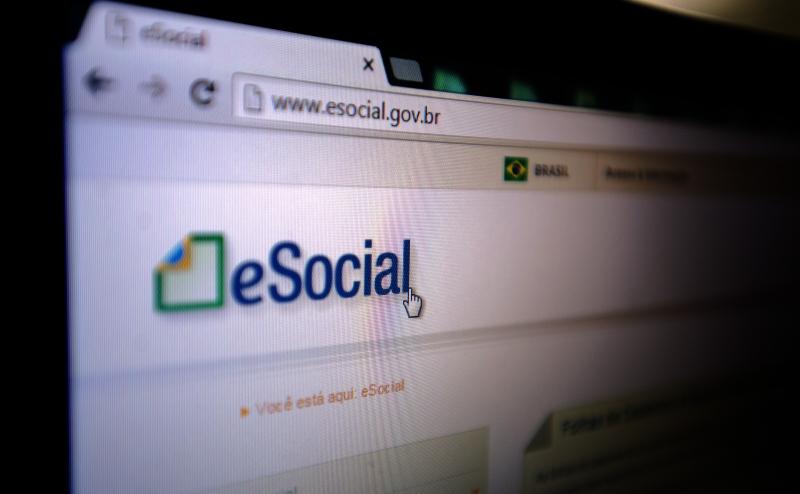 Preenchimento e atualização do eSocial é uma das obrigações que poderiam ter o prazo suspenso