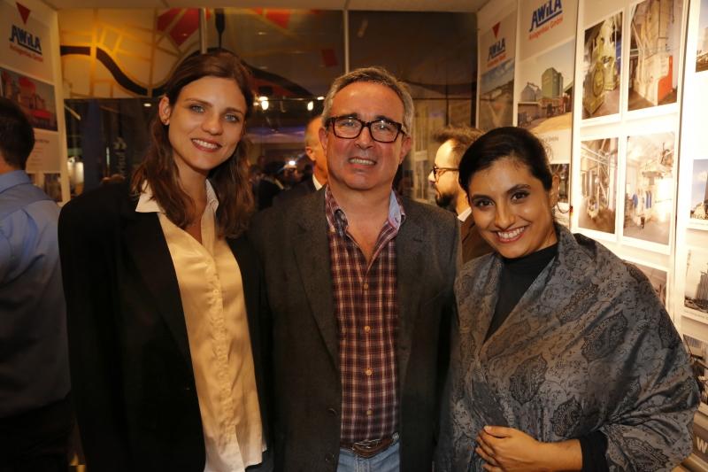 Larissa Behling, Kurt Ziegler e Aline Martins no coquetel do consulado alemão