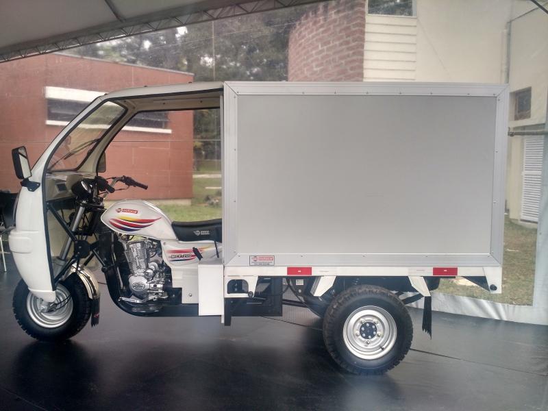 Há três modelos do veículo, um deles pode ser transformado em food truck