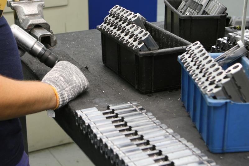 Fábrica de armas quer contornar a crise financeira e reforçar a presença no mercado internacional