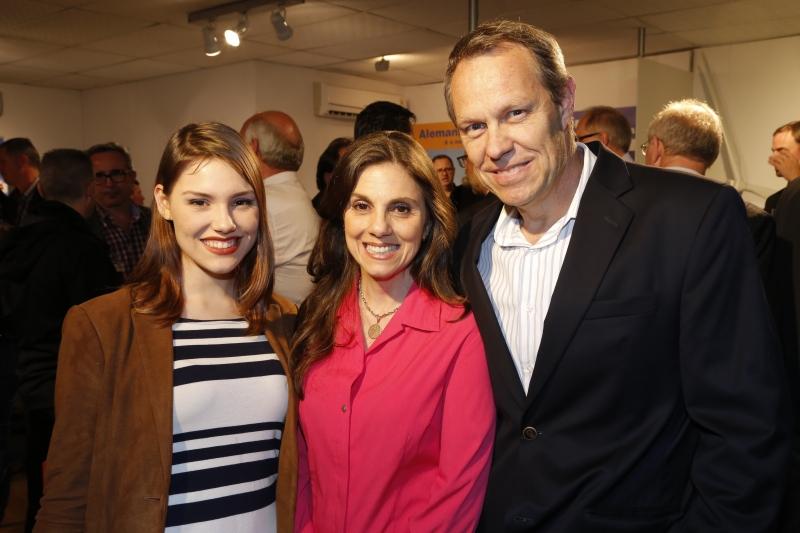 Sophia Bohne, Claudia Gabellini e Klaus Bohne em evento na Expointer