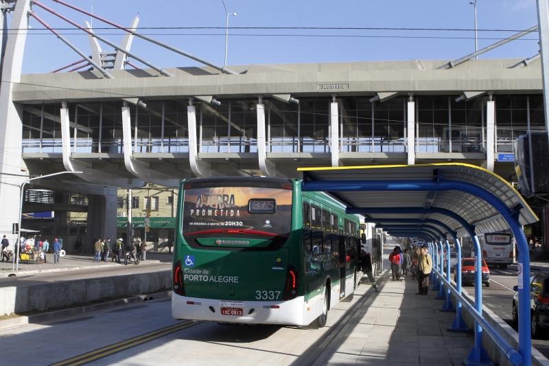 A prefeitura liberou nesta quinta-feira o trânsito no trecho que ainda estava em obras do corredor de ônibus da Bento Gonçalves, entre as ruas Paulino Azurenha e Guedes da Luz.