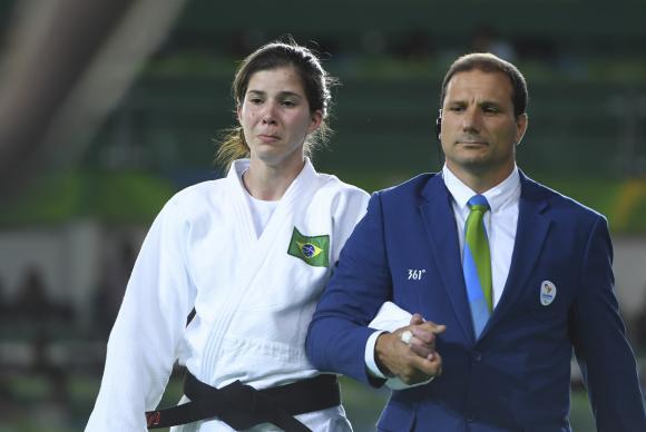 A judoca brasileira chorou ao perder a luta para a adversária mexicana