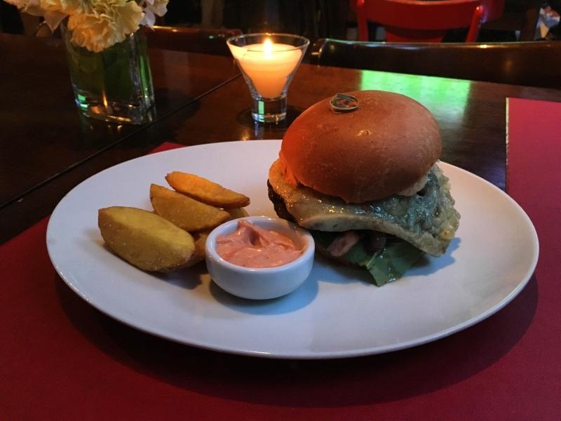 Entre as novidades do cardápio, três opções de hambúrgueres