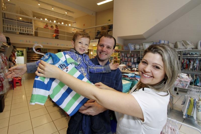 O EcoBrechó de Natasha Kuhn e Felipe Minella foi motivado pelo nascimento do filho Lucca, hoje com três anos de idade