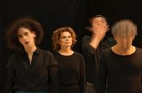 Atriz Debora Bloch celebra 35 anos de carreira no palco