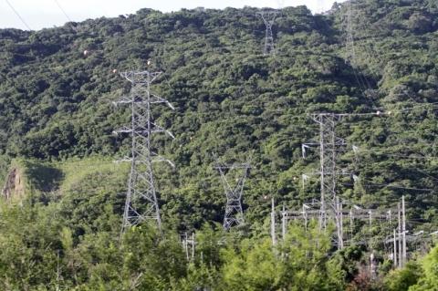 Tempestade derruba torres de transmissão no Litoral Sul