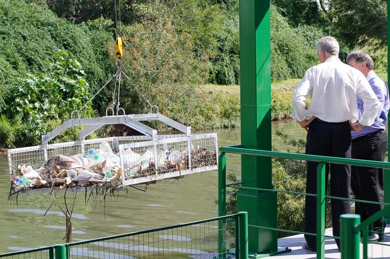 Prefeito José Fortunati na cerimônia de entrega da ecobarreira no arroio Dilúvio  Foto Luciano Lanes  PMPA