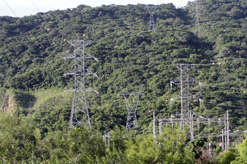 Segundo a TSLE, cinco torres de energia  foram derrubadas e outras oito sofreram danos parciais