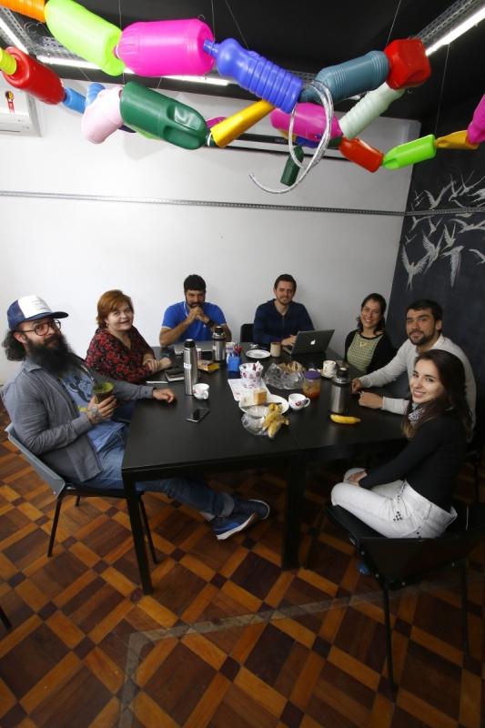 Membros do TransLab,  espaço de inovação social de Porto Alegre