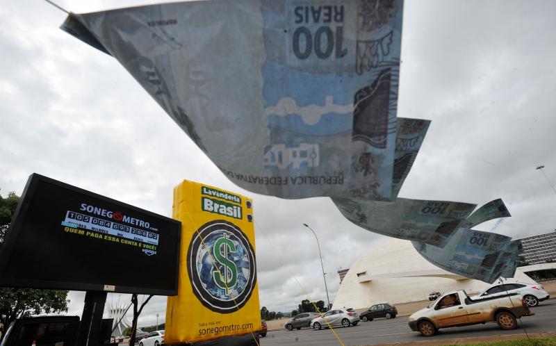 Até o final deste ano, cerca de R$ 500 bilhões devem deixar de entrar nos cofres públicos