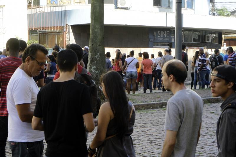 Número de desocupados chegou a 12 milhões no país