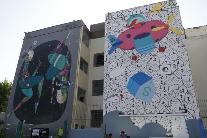Murais pintados pelos grafiteiros Jotapê (esquerda) e Mutu fazem parte do Circuito de Arre Pública