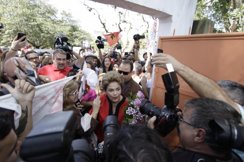 Houve confusão durante a votação da ex-presidente Dilma Rousseff no primeiro turno das eleições