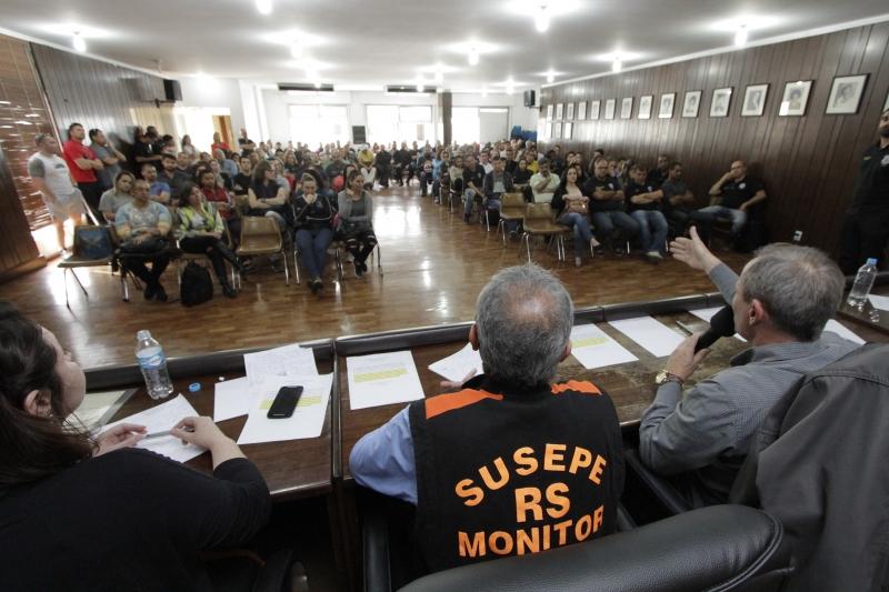 Assembleia dos trabalhadores lotou o auditório do Cpers ontem