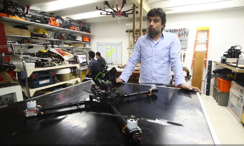 Marcelo Vaccari, da Aurora, com o drone que é usado em inspeção de plataformas