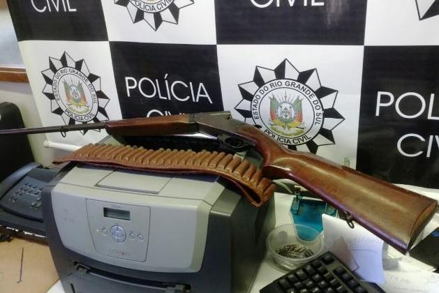 Prefeito foi preso por porte ilegal de armas