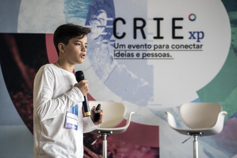 Davi Braga durante sua palestra no CRIExp, na UNIVATES de Lajeado