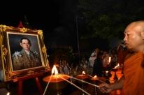 Tailandeses se despedem com emoção do rei Bhumibol