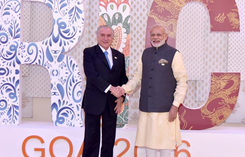 O presidente Michel Temer cumprimenta o primeiro ministro da Índia, Narendra Modi