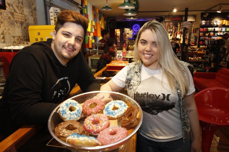 Bernardo e Luisa criaram a Fábrica de Donuts em Porto Alegre
