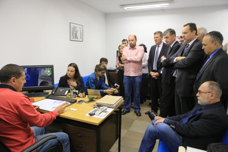 Deputados acompanharam a candidata a vice-prefeita durante prestação de queixa na tarde de ontem