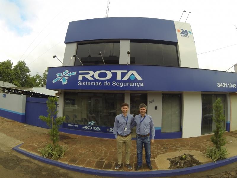 Sempre juntos: Nicolas e seu pai, Guaraci, tocam a Rota Sistemas de Segurança, em São Borja