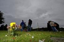 Feriado movimenta cemitérios de Porto Alegre