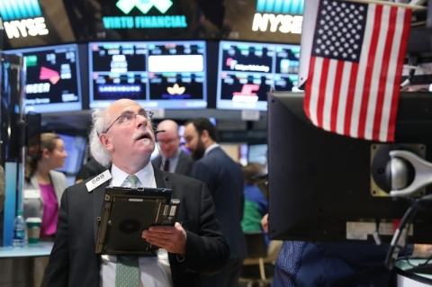Bolsas de Nova Iorque fecham sem sinal único, com Dow Jones pressionado pela Boeing