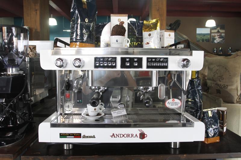na foto: alguma das máquinas de preparo do café disponiveis