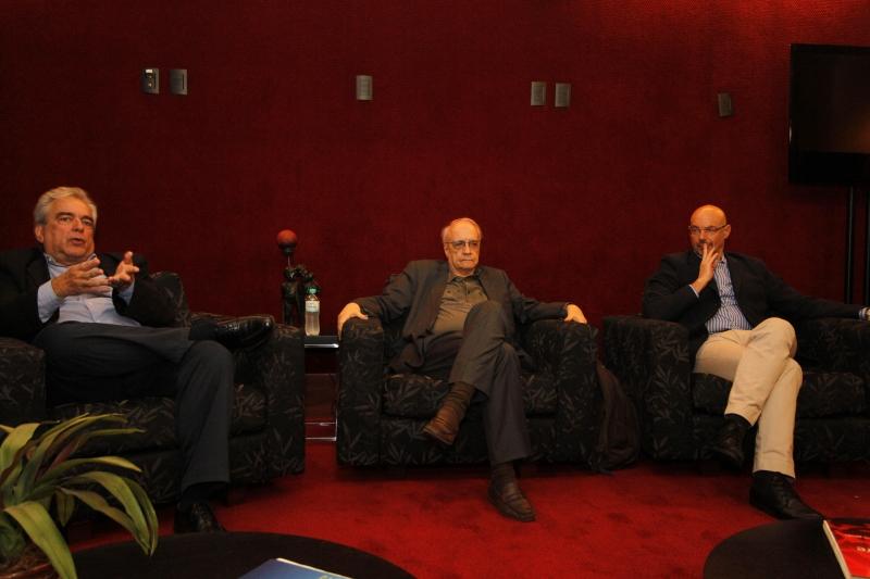 Gonçalves (e), Sater (c) e Schwartsman participaram do seminário