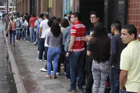 Desemprego cai em 6 das 27 unidades da federação no 4º trimestre, diz IBGE