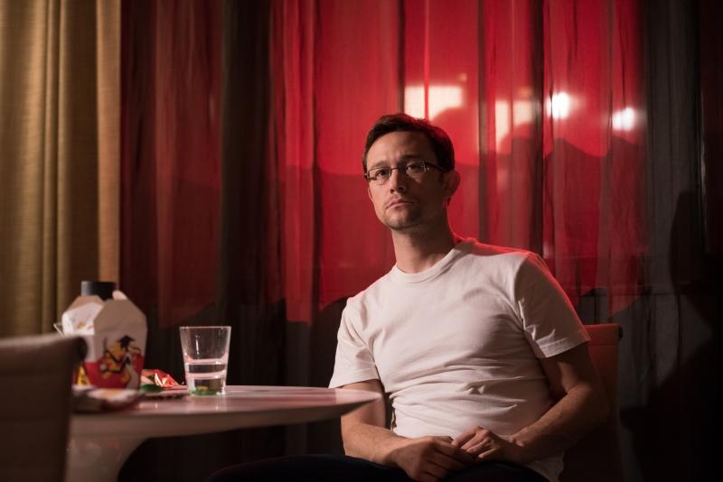 Joseph Gordon-Levitt interpreta Edward Snowden em cinebiografia lançada pelo veterano Oliver Stone