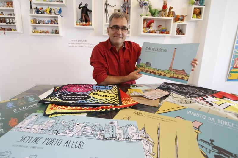 Pôster, postais e almofadas levam estampas criadas por Leandro