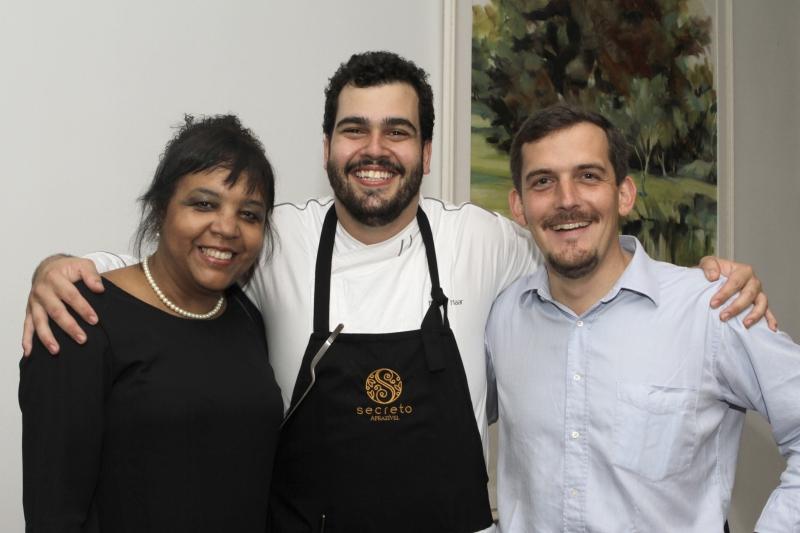 Rejane Martins com o chef Bruno Naar, do Aprazível, e Gaspar-Emmanuel Desurmont