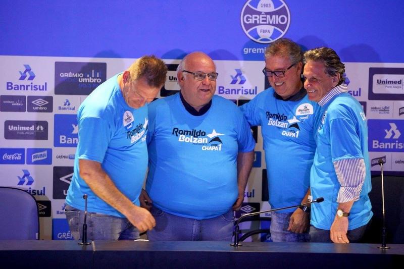 Romildo Bonzan, com vices-presidentes, consegue reeleição para novo mandato na presidência do Grêmio