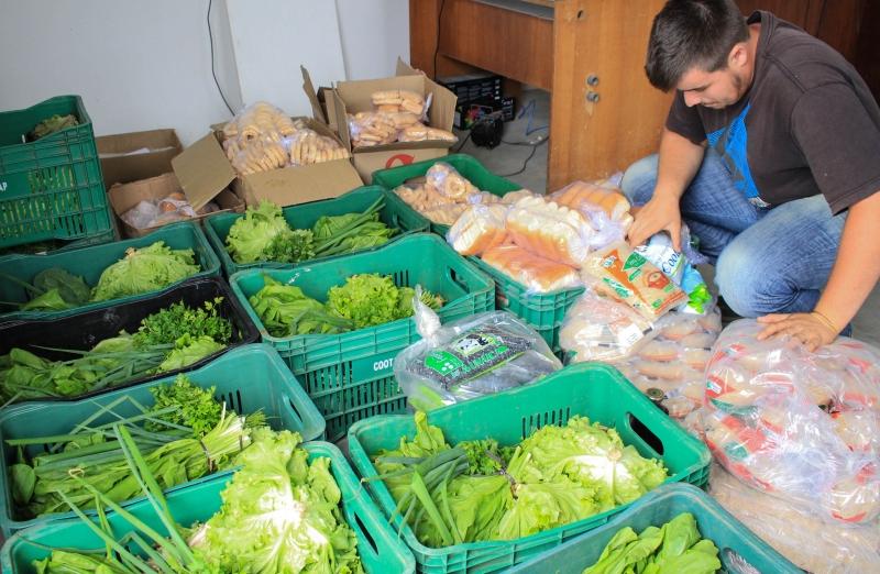 MST doa meia tonelada de alimentos para estudantes em ocupações da Ufrgs